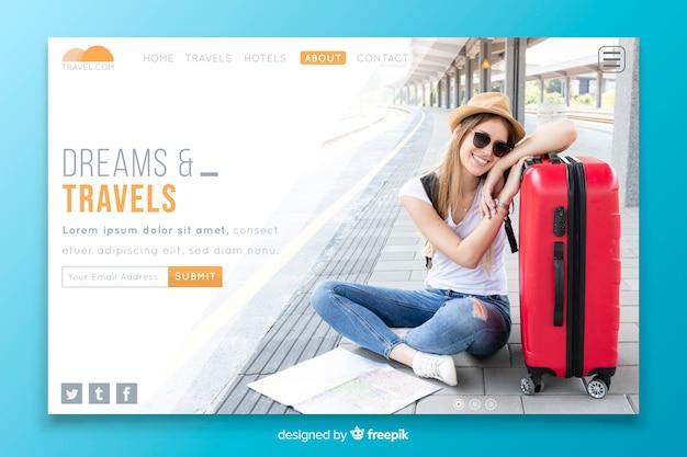 Sogna e viaggia landing page con foto Vettore gratuito