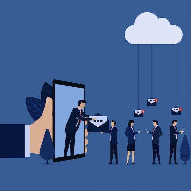 ビジネスマンは、eメールマーケティングの推進のために皆にeメールを与えます。 Premiumベクター