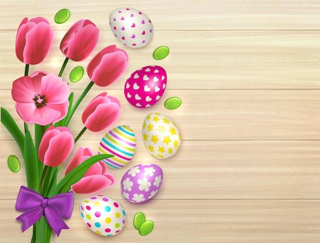 葉と弓のイラストで自然な木製のテーブル背景にカラフルな卵と花のイースターブーケ 無料ベクター