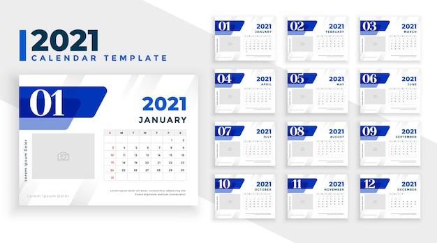 Элегантный синий шаблон новогоднего календаря на 2021 год Бесплатные векторы