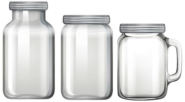 Vaso di vetro vuoto su bianco Vettore gratuito