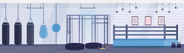체육관 현대 무술 클럽 인테리어 디자인 가로 배너 평면에서 무술을 연습하기위한 다른 모양의 샌드백 빈 링 권투 경기장 프리미엄 벡터