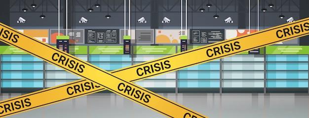 Пустые полки супермаркетов с желтой кризисной лентой концепция карантинной пандемии коронавируса Premium векторы