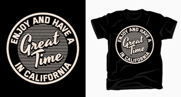 Наслаждайтесь и прекрасно проводите время в калифорнийской типографии для футболки Premium векторы