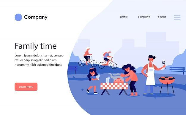 Famiglia avente barbecue nel parco pubblico. modello di sito web o pagina di destinazione Vettore gratuito