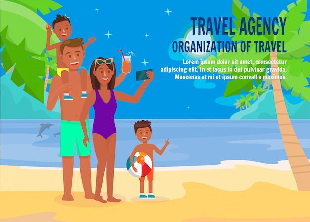 Family on nighty beach Premium Vector