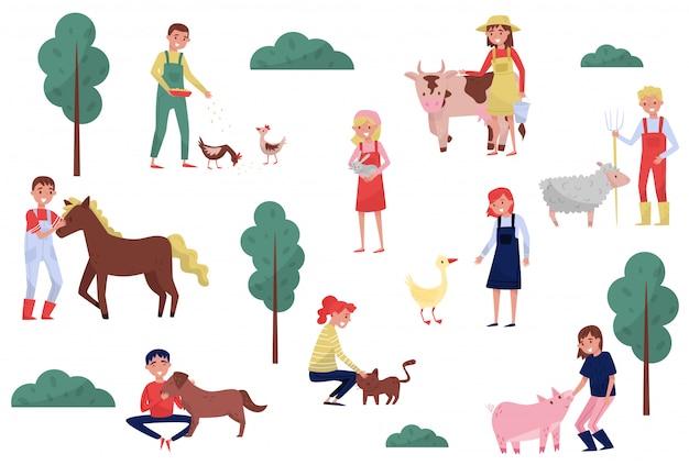 白い背景の上の農場、農業、農業の図で動物の世話をする農家 Premiumベクター