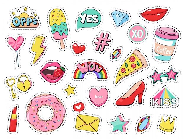 Модные заплатки. шуточные значки девушки doodle, подростковые милые стикеры шаржа с смешной едой, пицца и донут, красные губы и комплект иллюстрации самоцветов. современная ткань 90-х годов каваи этикетки Premium векторы