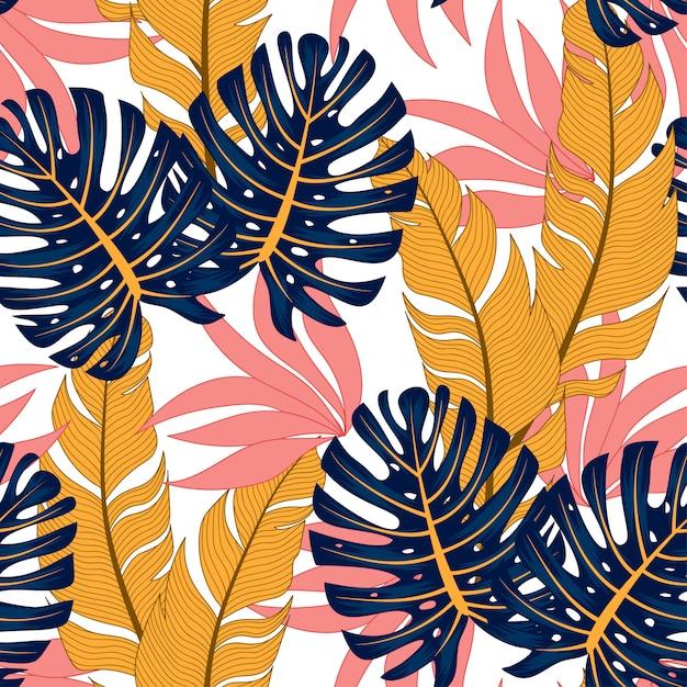 Модный бесшовный тропический узор с яркими растениями и листьями на свете. Premium векторы