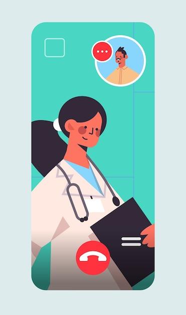 女性医師がビデオ通話中に男性患者をコンサルティングオンライン相談医療医学概念スマートフォン画面垂直 Premiumベクター