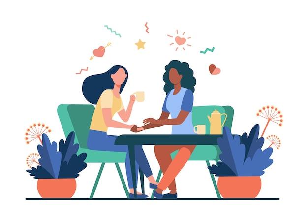 Подруги разговаривают за чашкой чая. держась за руку, давая комфорт, кофейня плоская векторная иллюстрация. общение, концепция дружбы Бесплатные векторы