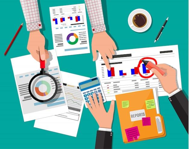 Концепция финансового отчета. бизнес рабочее пространство, вид сверху Premium векторы