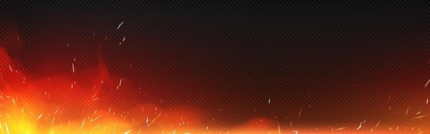 Огонь с искрами и дымом, изолированные на прозрачном фоне. векторная реалистичная иллюстрация горячего пламени с летающими блестками и горящими частицами от костра, зажигания или кузнечной печи Бесплатные векторы