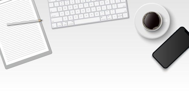 Квартира лежала минимальное рабочее пространство, офисный стол вид сверху с компьютерной клавиатурой, буфером обмена и чашкой кофе на белом фоне цвета с копией пространства Premium векторы