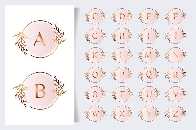 Коллекция цветочных алфавитов Premium векторы
