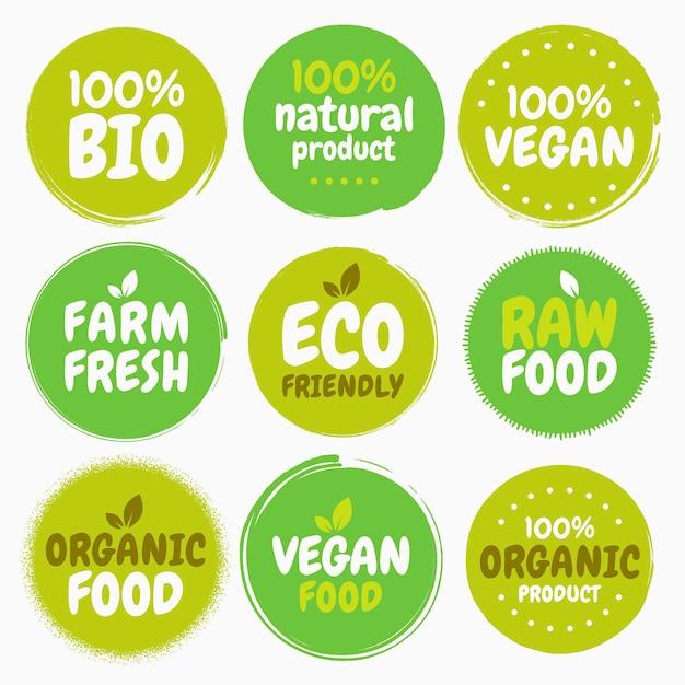 Свежие здоровые органические веганские продукты с логотипом этикетки и бирки. рисованной иллюстрации. вегетарианская экологическая зеленая концепция Premium векторы