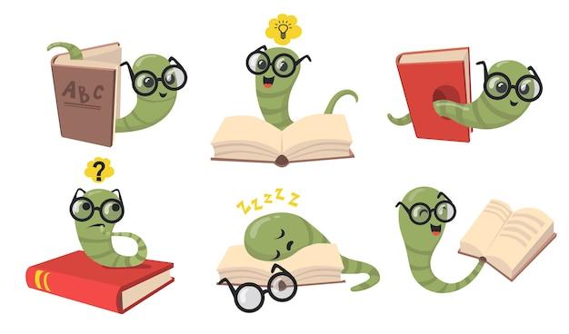 面白い本の虫フラットアイテムセット。本を読んで、睡眠と笑顔の孤立したベクトルイラストコレクションを眼鏡で漫画ライブラリワーム。動物と昆虫の概念 無料ベクター