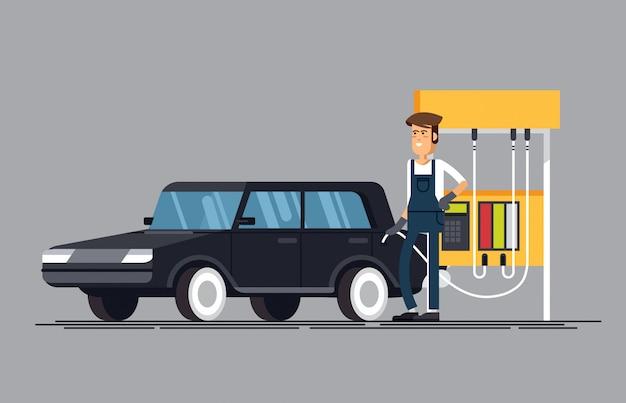 Заправка. рабочий заправки заправляет бензин в машину. Premium векторы