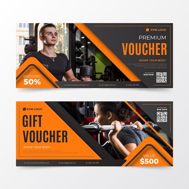 Collezione di modelli di voucher regalo con immagine Vettore gratuito