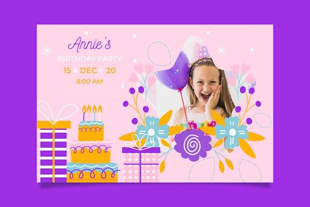 Modello dell'invito di compleanno della ragazza con l'immagine Vettore gratuito