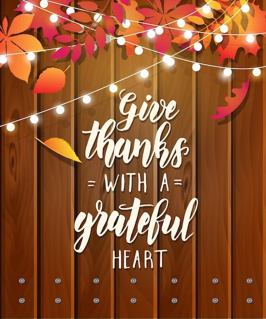 감사하는 마음으로 감사를 표하십시오-단풍과 화환이있는 축제 나무 배경에 추수 감사절 글자 서예 문구 프리미엄 벡터