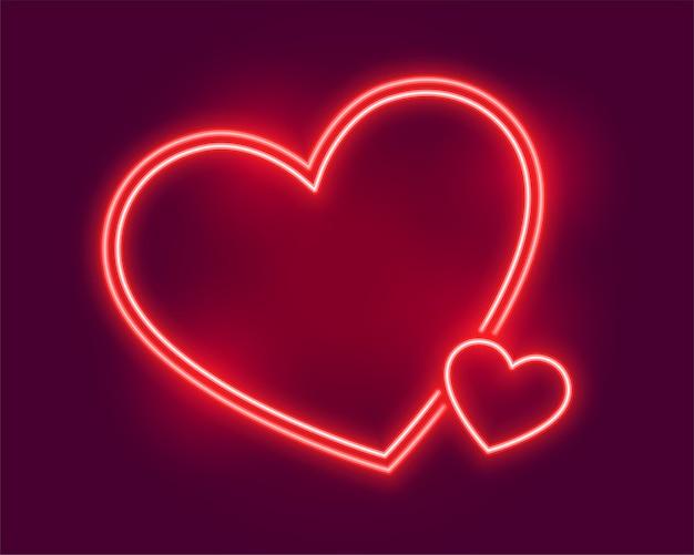 Cuori al neon incandescente che salutano per san valentino Vettore gratuito