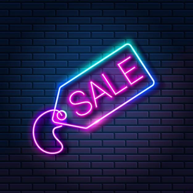 Светящиеся неоновые бирки с словом продажи на темном фоне кирпичной стены. торговый скидка рекламный баннер, векторная иллюстрация Premium векторы