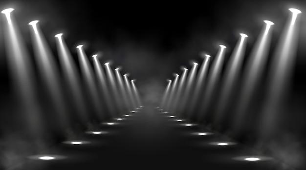 Светящиеся сценические огни и белые лучи Бесплатные векторы