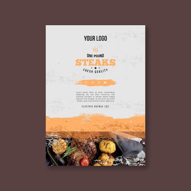 Вертикальный флаер барбекю из свежих продуктов на гриле Premium векторы