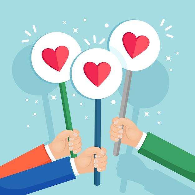 Группа деловых людей с красным сердечным плакатом. социальные сети, сети. хорошее мнение. отзывы, отзывы, отзывы клиентов, как концепция. Premium векторы