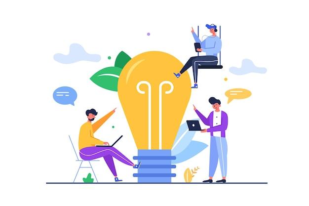 Группа парней с гаджетами придумывает большую идею в виде большой лампочки на белом фоне Premium векторы