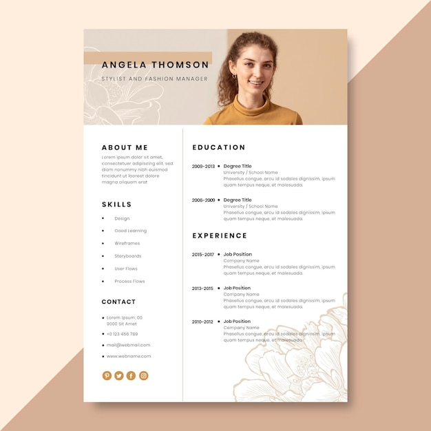 Hand-drawn realistic fashion resume template Free Vector