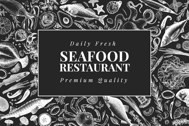 手描きのシーフードデザインテンプレート。チョークボード上のベクトルのカニ魚とoystrersのイラスト。ヴィンテージの海の背景 Premiumベクター