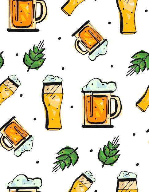 Ручной обращается бесшовные модели с бокалами пива на белом фоне. Premium векторы