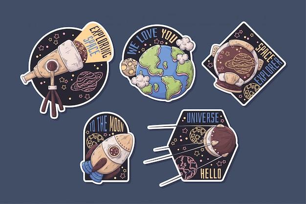 Ручной обращается космические наклейки с тематической коллекцией. Premium векторы