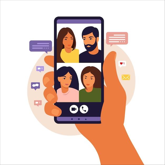 ビデオ通話中に友達とチャットするスマートフォンを持っている手。同僚とのビデオ会議、遠方の議論。フラットスタイル。 Premiumベクター