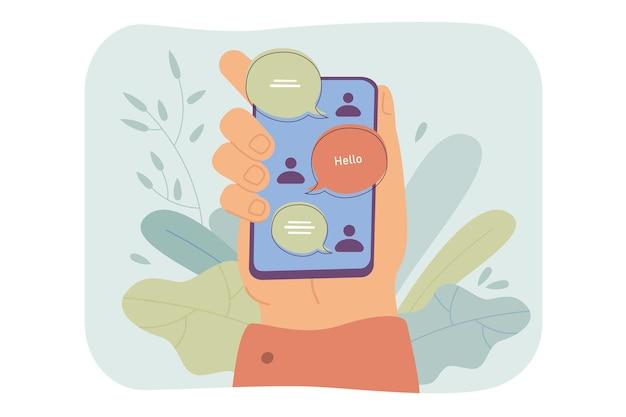 Mano che tiene smartphone con interfaccia di chat online, messaggi inviati e ricevuti sullo schermo Vettore gratuito