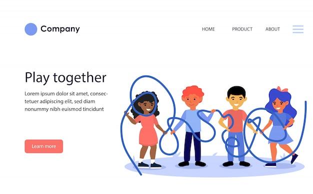 一緒にもつれたロープを保持している幸せな子供たち。ウェブサイトテンプレートまたはランディングページ 無料ベクター