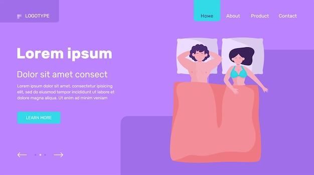 幸せなカップルが一緒に寝ています。ベッド、快適さ、フラットベクトル図が大好きです。家族との関係の概念のウェブサイトのデザインまたは着陸のウェブページ 無料ベクター