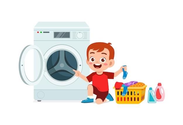 행복 한 귀여운 아이가 세탁기로 세탁을 프리미엄 벡터