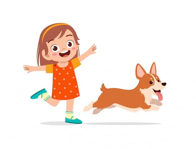 幸せなかわいい子供男の子女の子はペットの犬と遊ぶ Premiumベクター