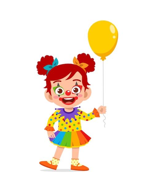 幸せなかわいい子供がピエロの衣装を着てハロウィーンを祝う Premiumベクター