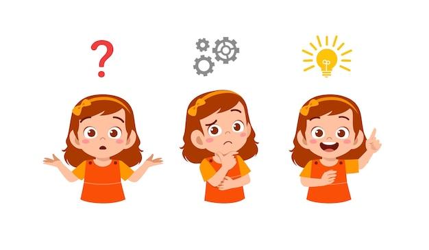 Счастливый милый маленький ребенок девочка думает и ищет процесс идеи Premium векторы