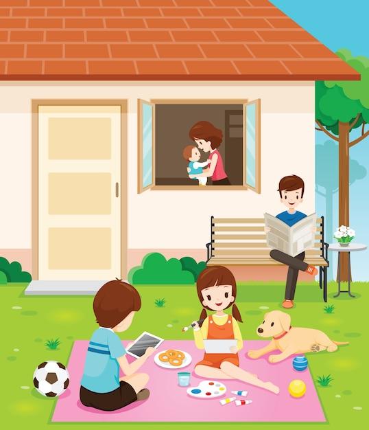 自宅でのアクティビティでリラックスした幸せな家族 Premiumベクター
