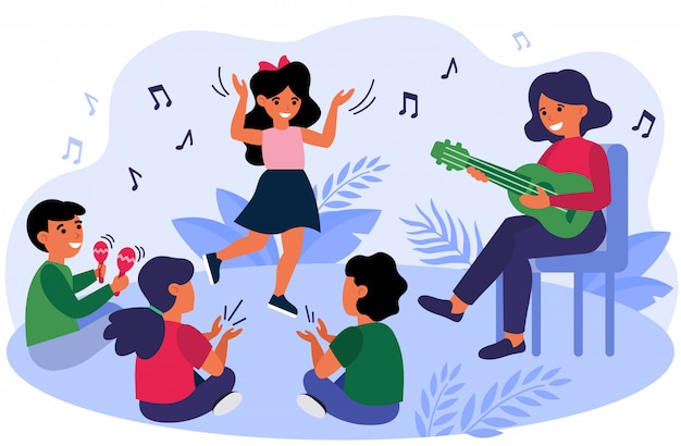 Bambini felici che si divertono durante la lezione di musica Vettore gratuito