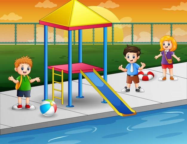 Счастливые дети в бассейне Premium векторы