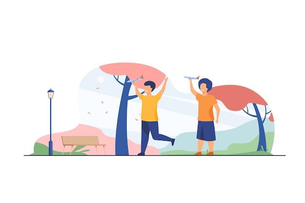 秋の公園でおもちゃの飛行機で遊んで幸せな子供たち。エアロモデリング趣味フラットベクトルイラストを練習している男の子。余暇、活動、開発 無料ベクター