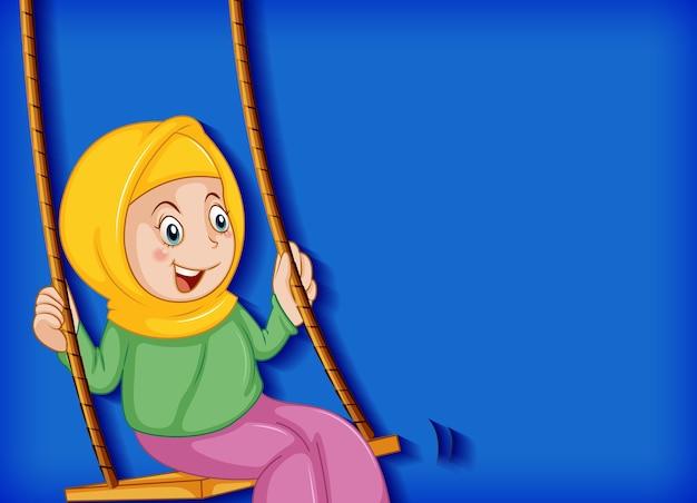 幸せなイスラム教徒の少女はブランコに座る 無料ベクター