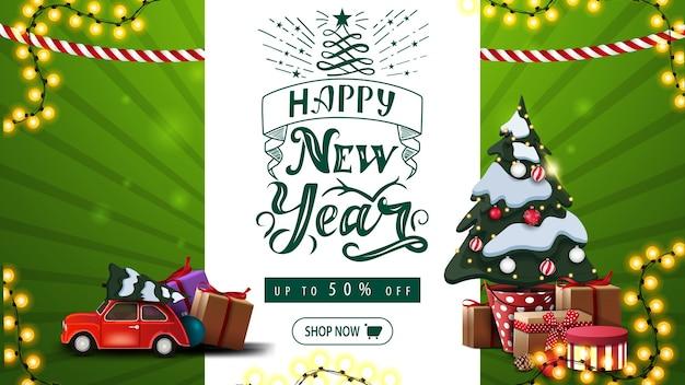 明けましておめでとうございます、最大50オフ、美しいレタリング、花輪、ギフト付きの鍋にクリスマスツリー、クリスマスツリーを運ぶ赤いヴィンテージカーの緑の挨拶と割引バナー Premiumベクター