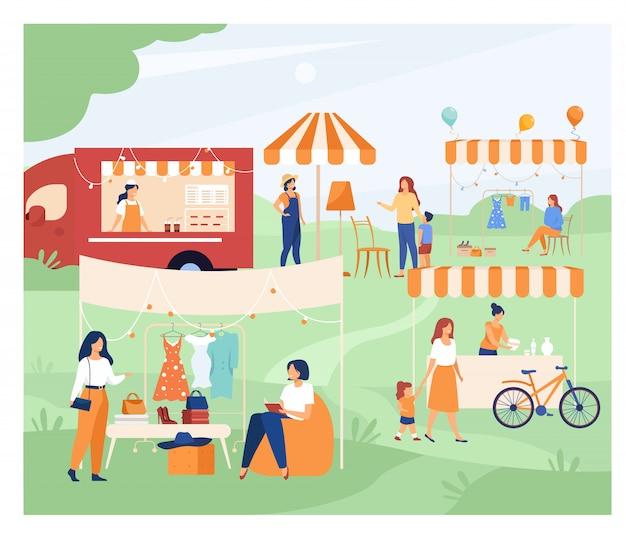 Счастливые люди на уличном сезоне блошиный рынок Бесплатные векторы